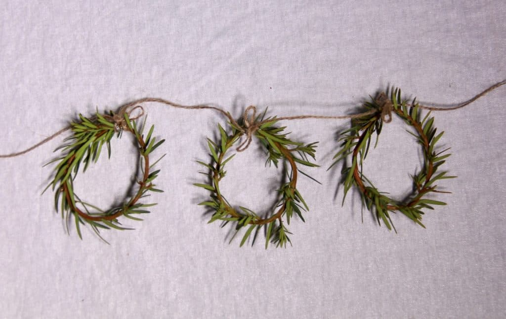 Mini Yew Wreath Garland DIY | Home for the Harvest