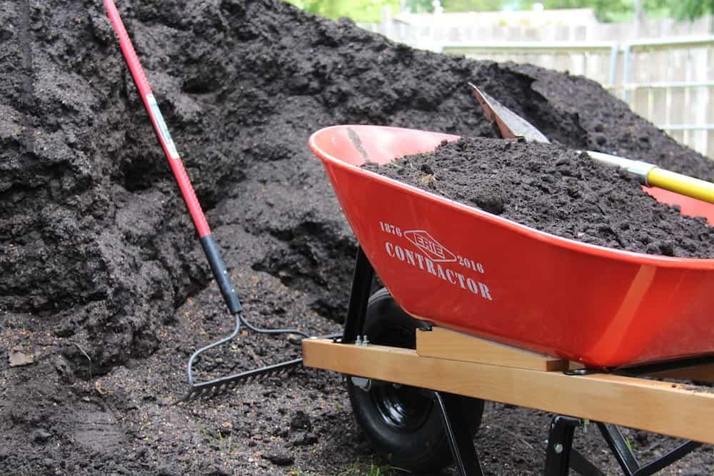 How to mulch your organic garden with compost | Home for the Harvest
