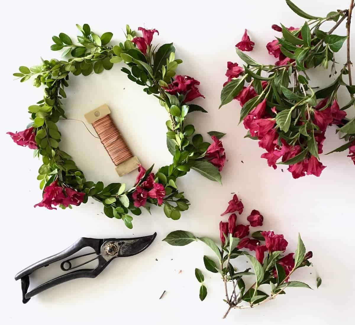 This DIY tutorial shows how to make a flower crown with real flowers and greenery | Home for the Harvest
