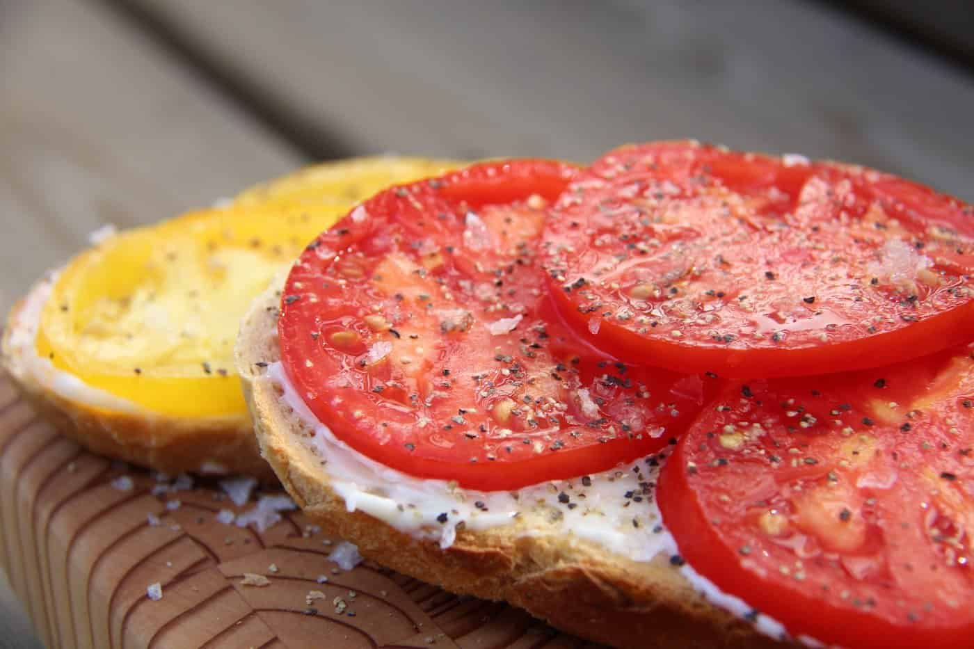 Heirloom Tomatoes on Toast: A Delicious Farmhouse Snack